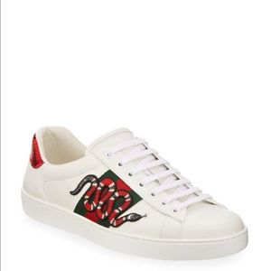 Gucci Snakes Sneakers!